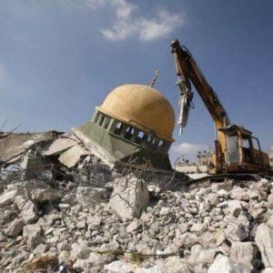 Así se veía la mezquita luego del bombardeo, los restos de elefante se encuentran entre los escombros
