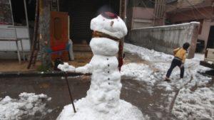 Hombre de nieve en Damasco, Siria antes de ser decapitado por miembros del Estado Islámico.